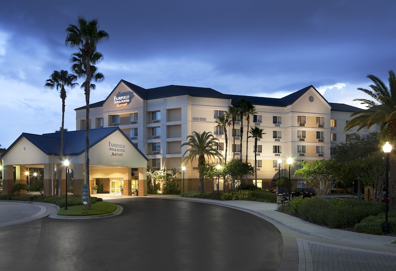 Fairfield Inn & Suites Lake Buena Vista in Marriott Village, Orlando, Vchod do hotelu
