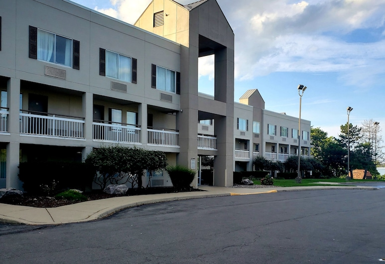HomeTown Inn by Red Roof East Syracuse, East Syracuse