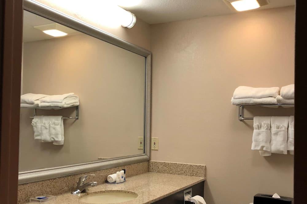 Standard Room, 2 Katil Ratu (Queen), Non Smoking, Refrigerator & Microwave - Bilik mandi
