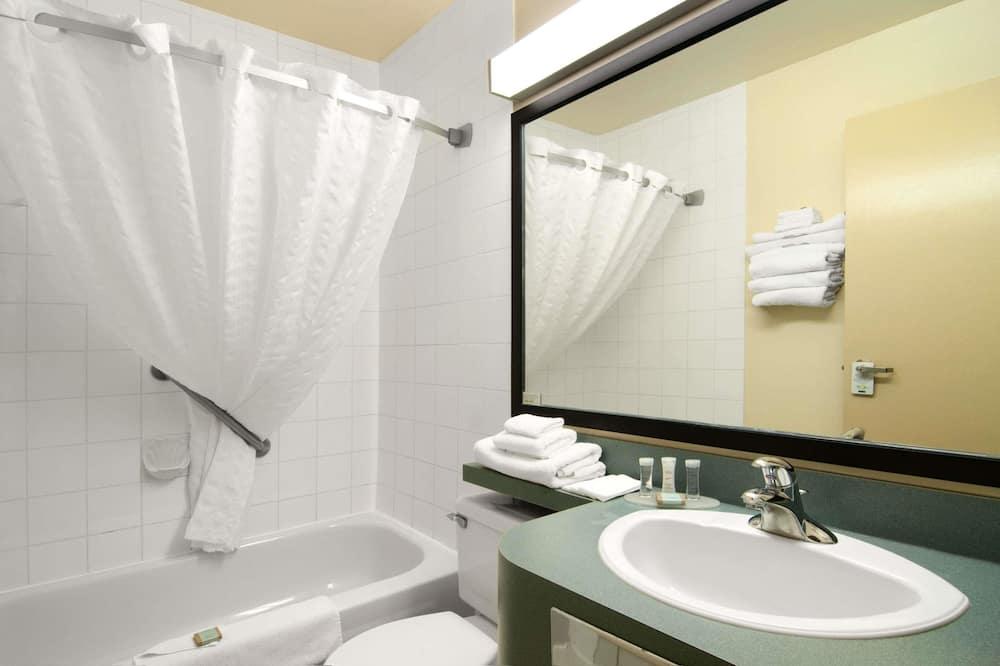 Pokoj, dvojlůžko (180 cm), nekuřácký - Koupelna