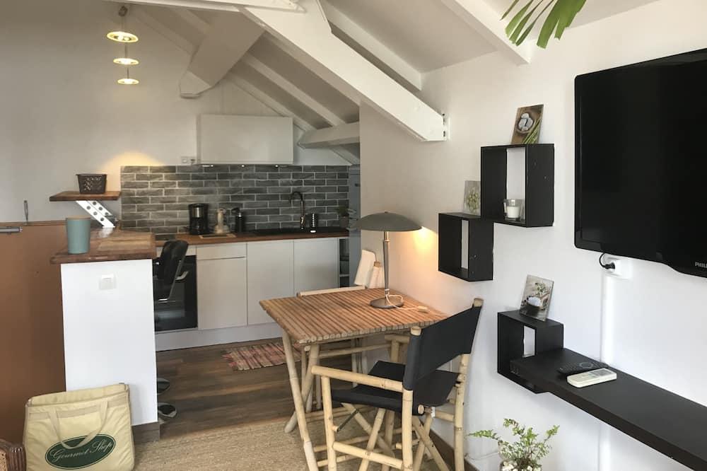 Comfort studio, 1 queensize bed, kitchenette, Uitzicht op zee - Woonruimte