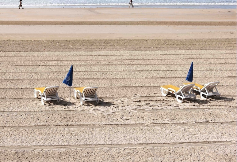 The Golden Sands, St. Brelade, Beach