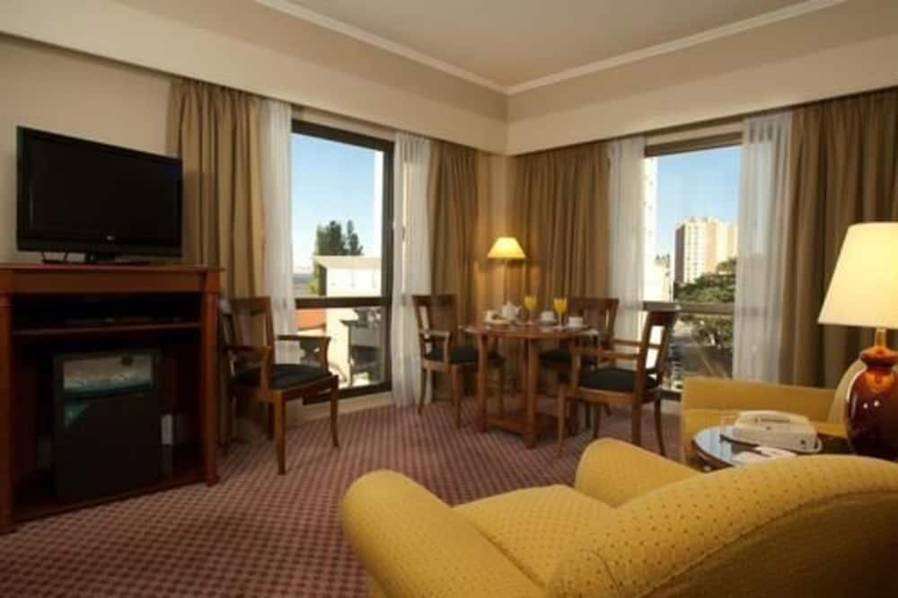 Suite, 1 kingsize-seng (Plaza Q) - Stue