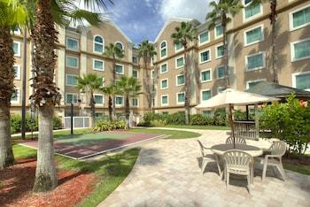 Mynd af Hawthorn Suites by Wyndham Lake Buena Vista, a staySky Hotel í Orlando