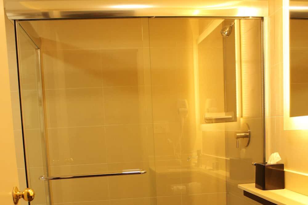 Štandardná izba, 1 extra veľké dvojlôžko, nefajčiarska izba, chladnička a mikrovlnná rúra - Kúpeľňa