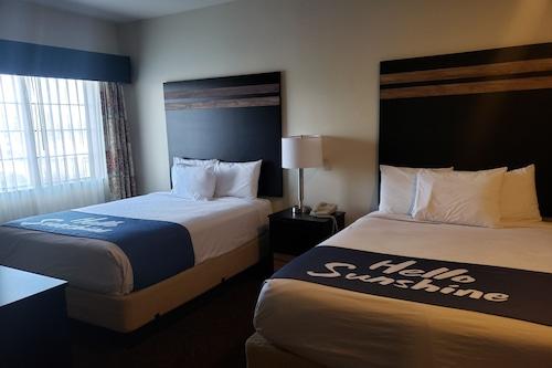 土桑馬拉納溫德姆戴斯套房酒店/