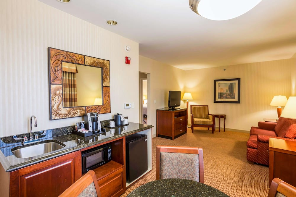 King, Suite - Living Area