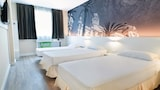 Choose This Mid-Range Hotel in Alicante