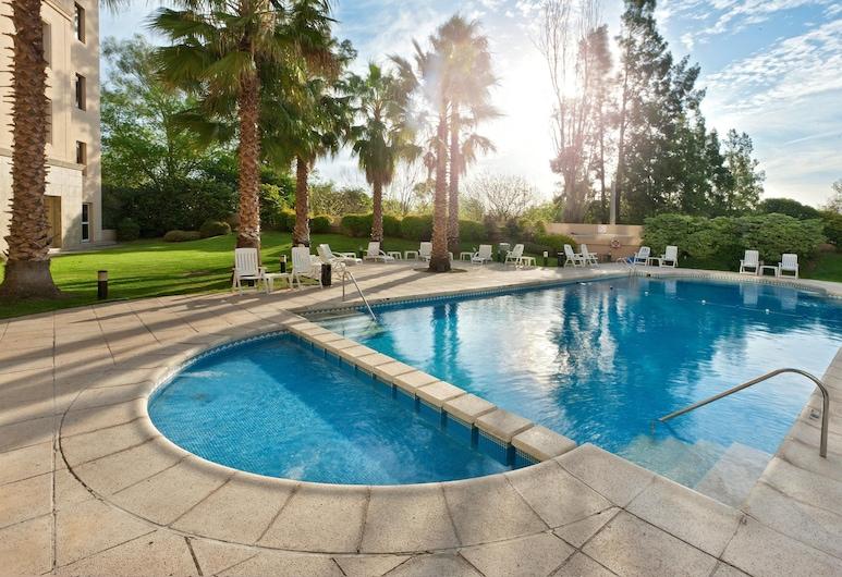 هوليداي إن كوردوبا, Córdoba, حمام سباحة