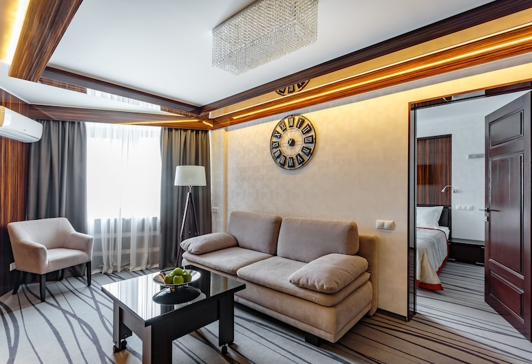 Tourist Hotel, Kyiv, Deluxe Suite, 2 Queen Beds, City View, Living Area
