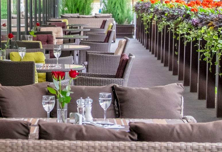 Premier Hotel Dnister, Lviv, Terraza o patio