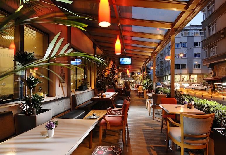 Nippon Hotel, Istanbul, Hotel Bar