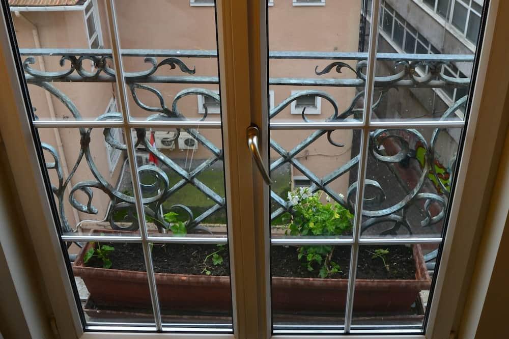 Single Room - Street View