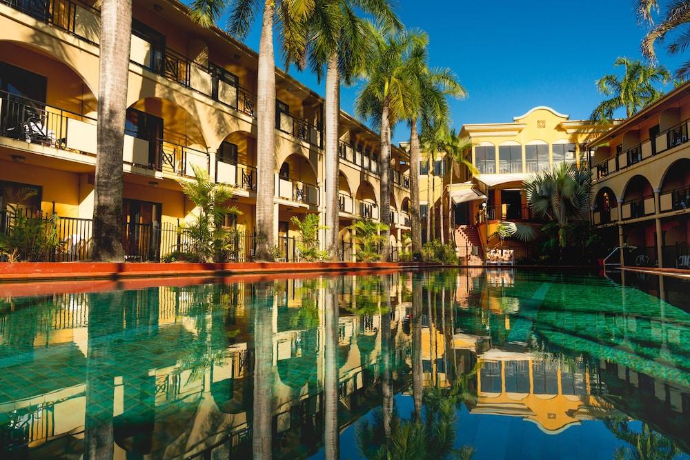 Palm Royale Cairns, Manunda