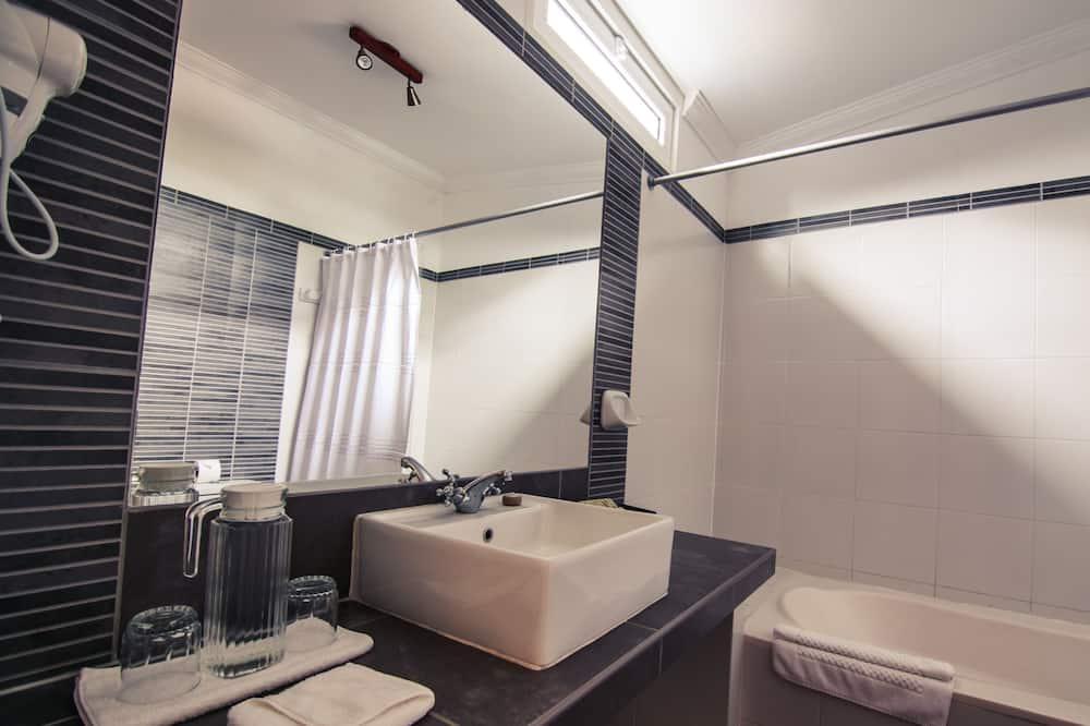 Double Colonial Room - Fürdőszoba