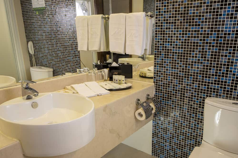 Deluxe room with 3 meals (Single Occupancy) - Bathroom