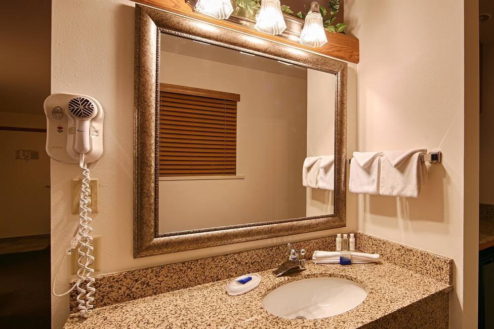 Standardzimmer, 2Queen-Betten, Nichtraucher, Kühlschrank und Mikrowelle (Oversized Room) - Badezimmer