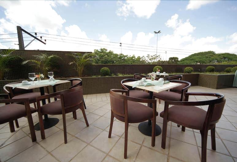 Novo Vernon Hotel, Curitiba, Restaurang utomhus