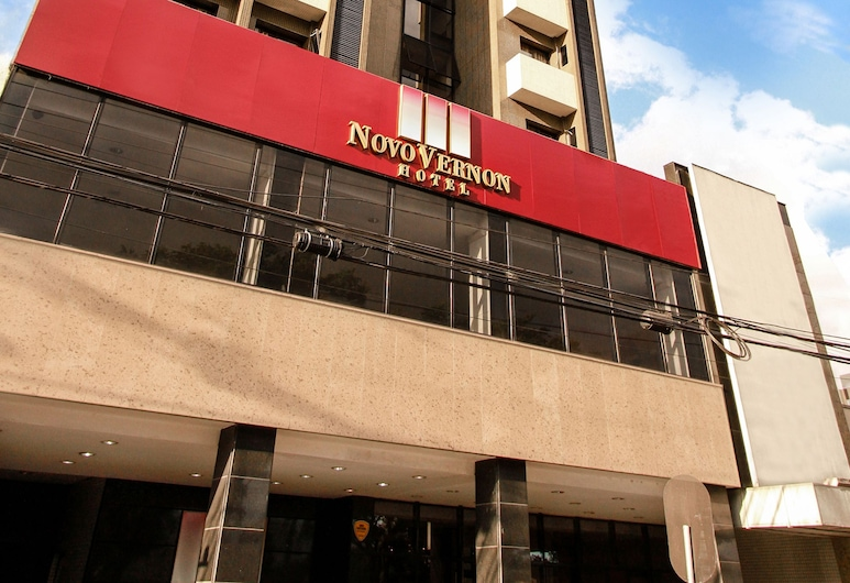 Rede Andrade Vernon, Kuritiba, Viešbučio fasadas
