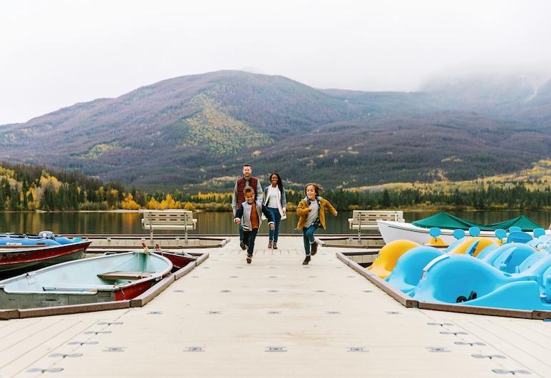 Pyramid Lake Resort, Jasper, Berkapal