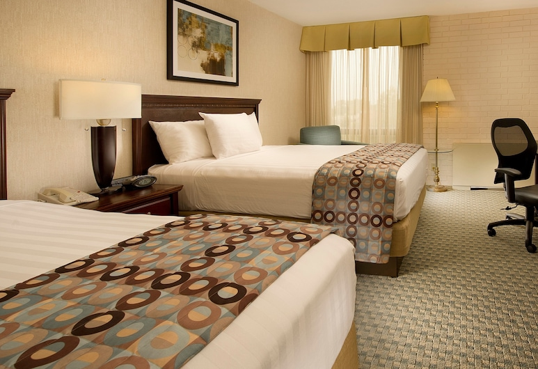 Drury Inn & Suites Kansas City Stadium, Kansas City, Deluxe-rum - 2 queensize-sängar - kylskåp och mikrovågsugn, Gästrum