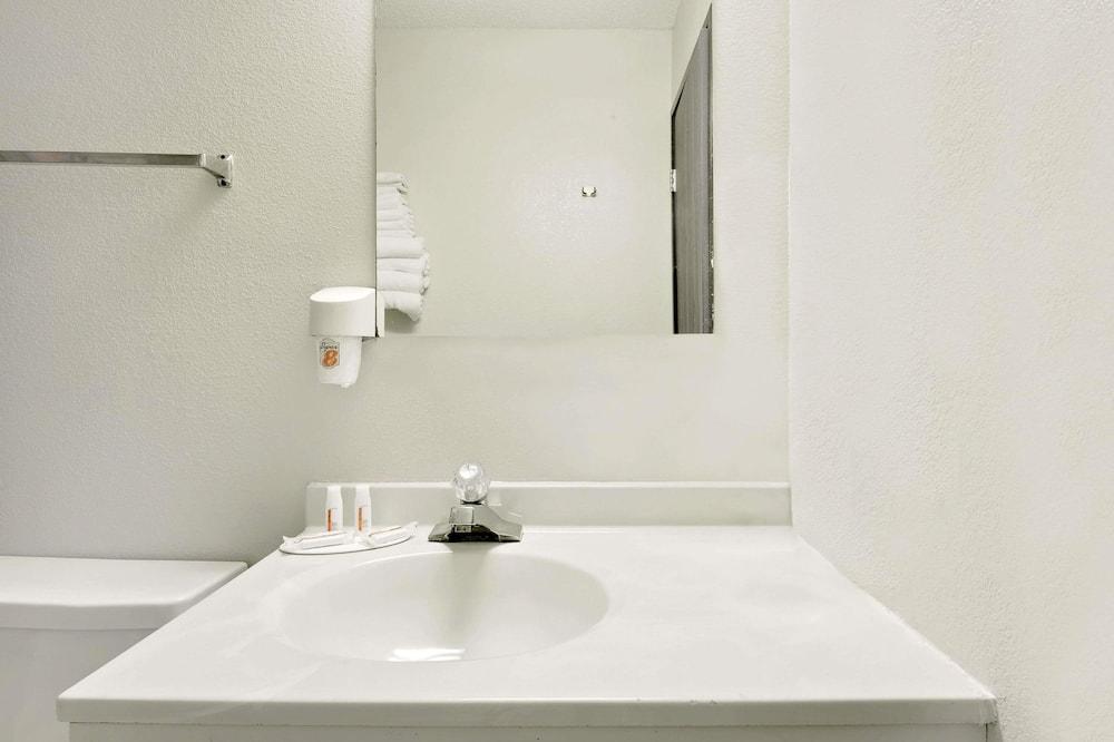 Chambre Double, 2 lits doubles, fumeurs - Salle de bain