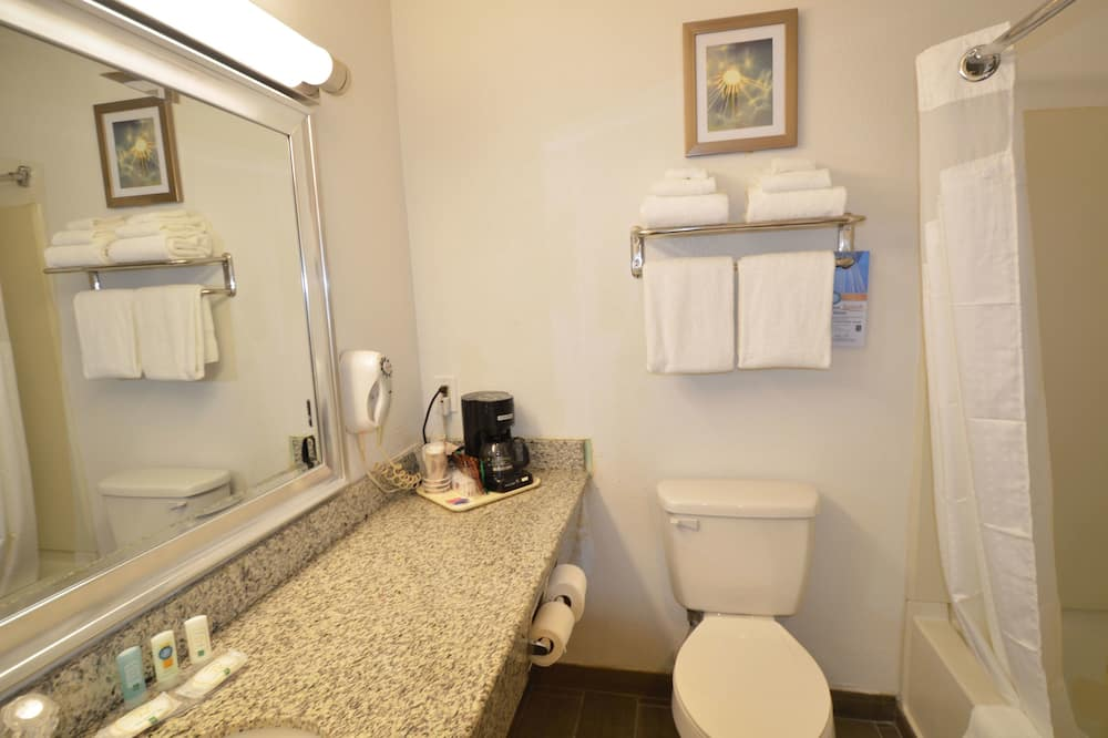 Standard Double Room, 2 Double Beds, Non Smoking - Bathroom