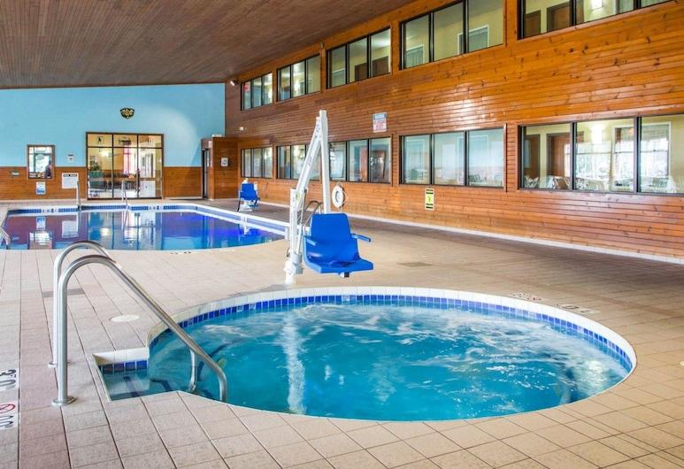 Econo Lodge Inn & Suites, Green Bay, Pool