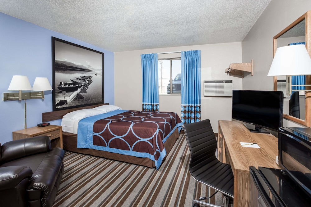 Super 8 By Wyndham Great Falls Mt Room 1 Queen Bed