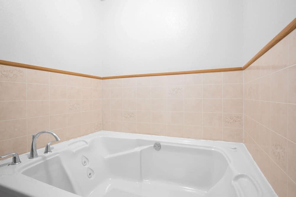 Paaugstināta komforta studijas tipa numurs, 1 divguļamā karaļa gulta, smēķētājiem - Vannasistaba