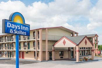 Picture of Days Inn and Suites Springfield in Springfield