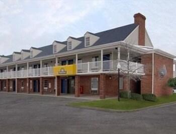 Picture of Days Inn - Auburn in Auburn