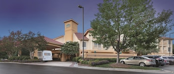 Picture of La Quinta Inn & Suites Raleigh Durham International Airport in Morrisville