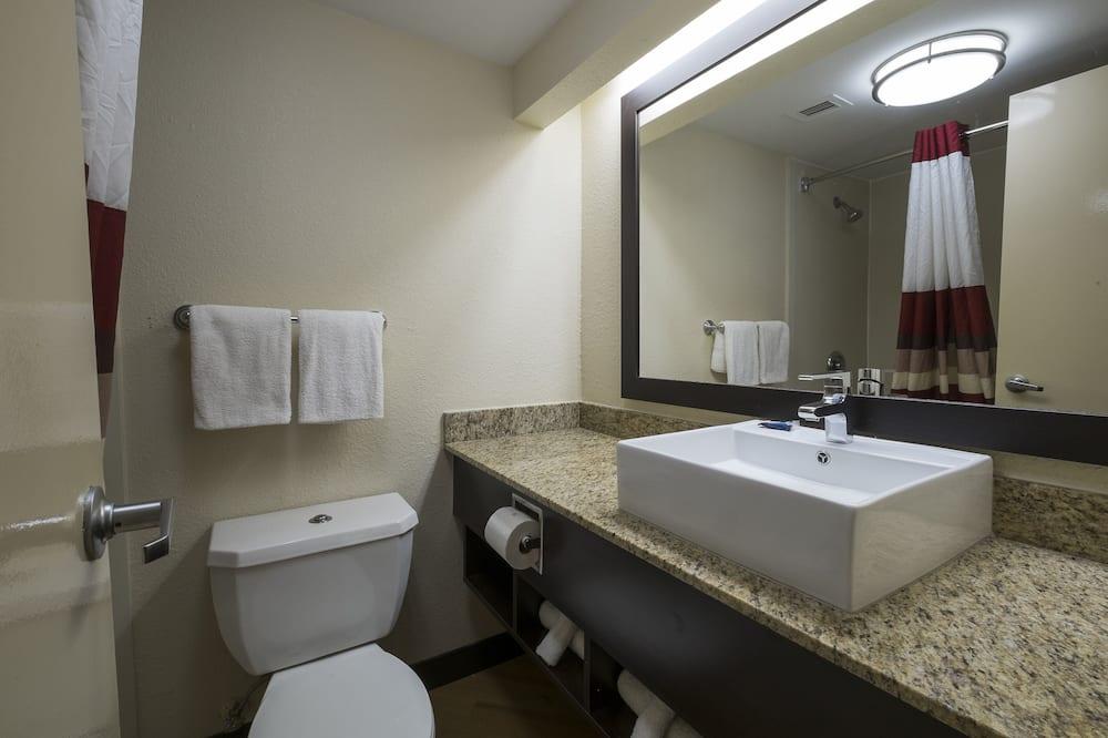 Business-Zimmer, 1King-Bett, barrierefrei (Roll-In Shower, Smoke Free) - Badezimmer