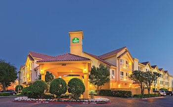 Choose This Business Hotel in Irving -  - Online Room Reservations