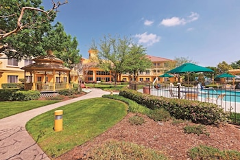 Picture of La Quinta Inn & Suites by Wyndham Dallas DFW Airport North in Irving