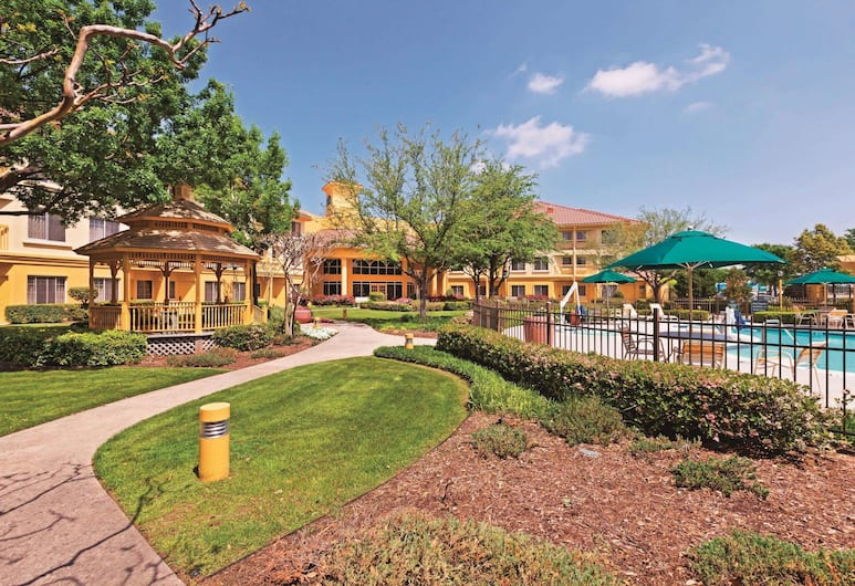 La Quinta Inn & Suites by Wyndham Dallas DFW Airport North, Irving, Bahagian Luar