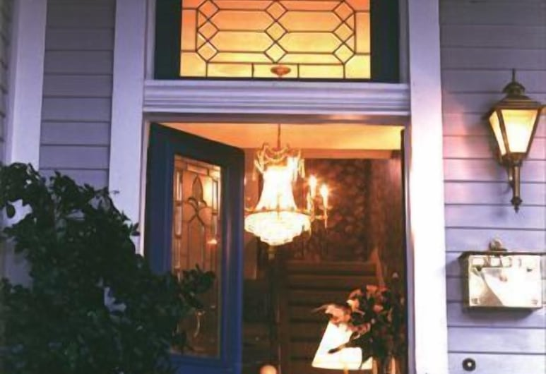 The Crystal River Inn, San Marcos, Hotel Entrance