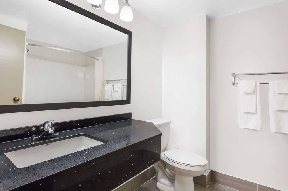 Номер, 1 двуспальная кровать, для некурящих (Second Floor) - Ванная комната