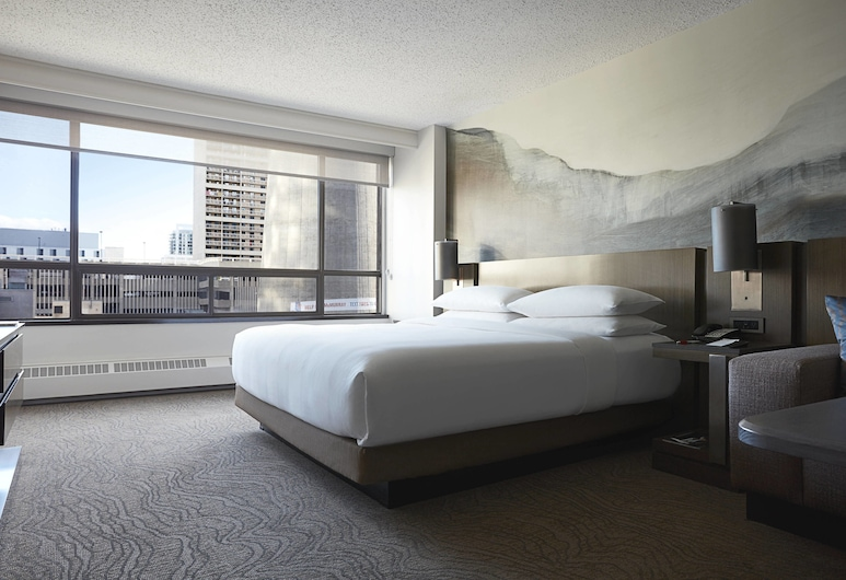 Calgary Marriott Downtown Hotel, Calgary, Room, 1 King Bed, City View, Guest Room
