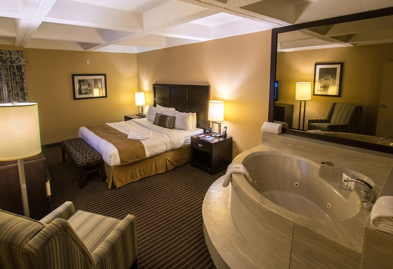 Radisson Hotel Edmonton South, Edmonton, Suite, 1 King Bed with Sofa bed, Non Smoking, Jetted Tub, Guest Room