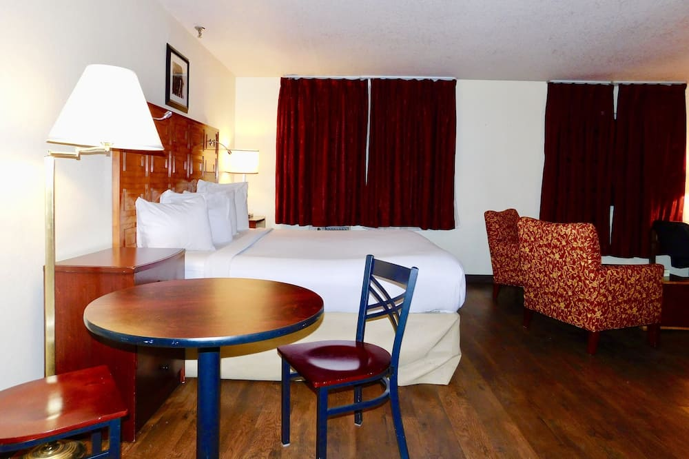 Suite, 2 Queen Beds, Non Smoking, Kitchen - In-Room Dining