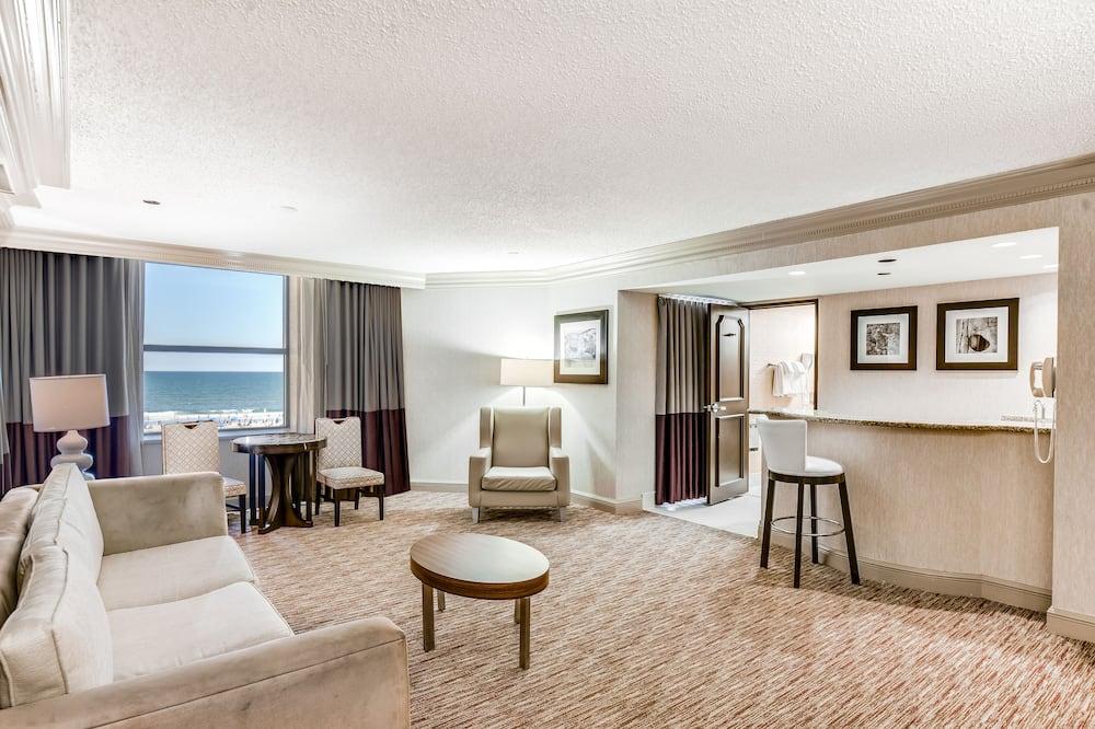Dennis Tower Premium Suite King Non-Smoking - Гостиная
