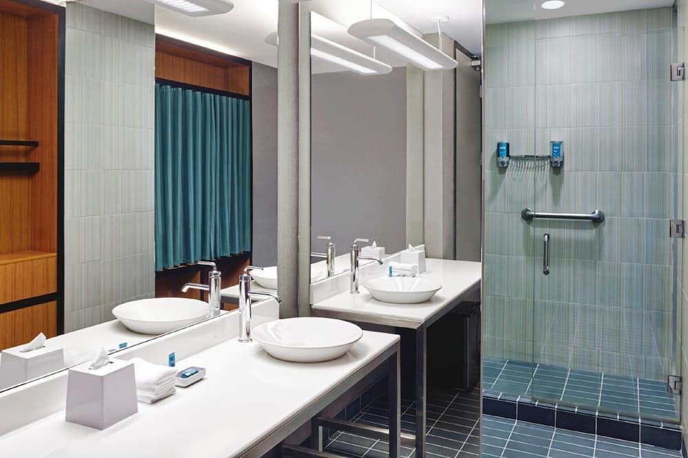 Quarto, 2 camas queen-size, Acessível - Casa de banho