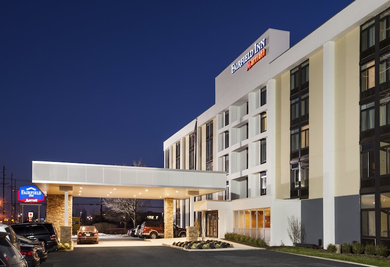 Fairfield Inn by Marriott East Rutherford Meadowlands, East Rutherford, Fachada del hotel de noche