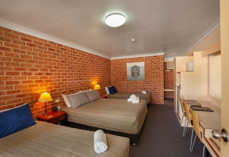 Lake Macquarie Motor Inn, Marks Point, Family Room, Non Smoking, Guest Room