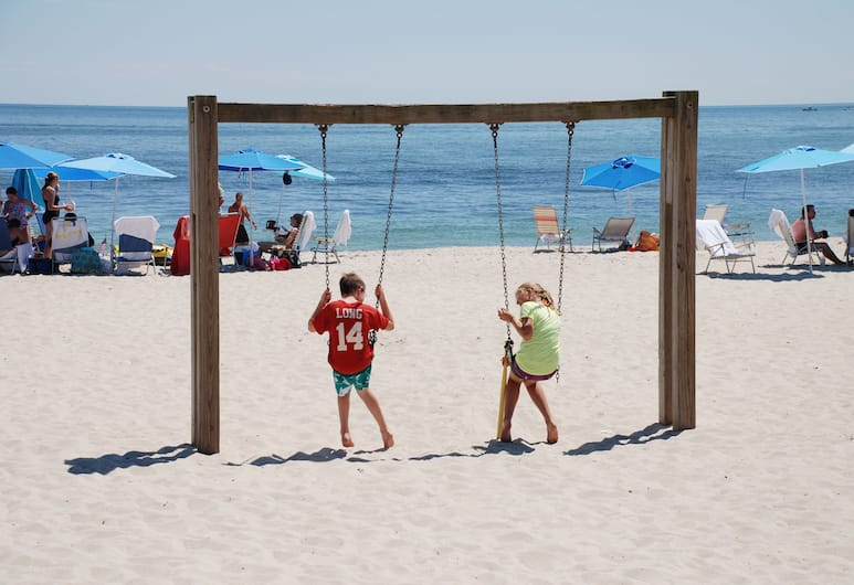 Riviera Beach Resort, South Yarmouth, חוף ים