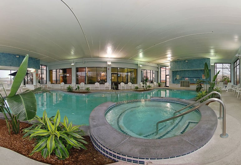 Holiday Inn Express and Suites Indianapolis W- Airport Area, Indianapolis, Innen-Whirlpool