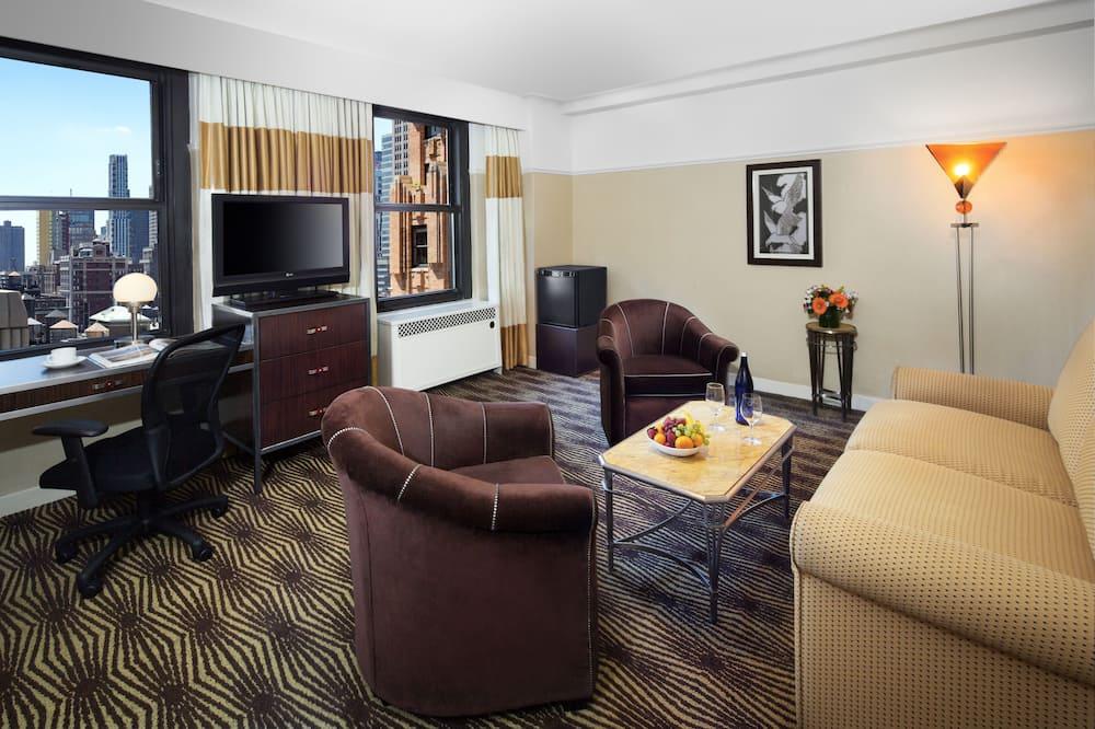 Queen Suite - Living Room
