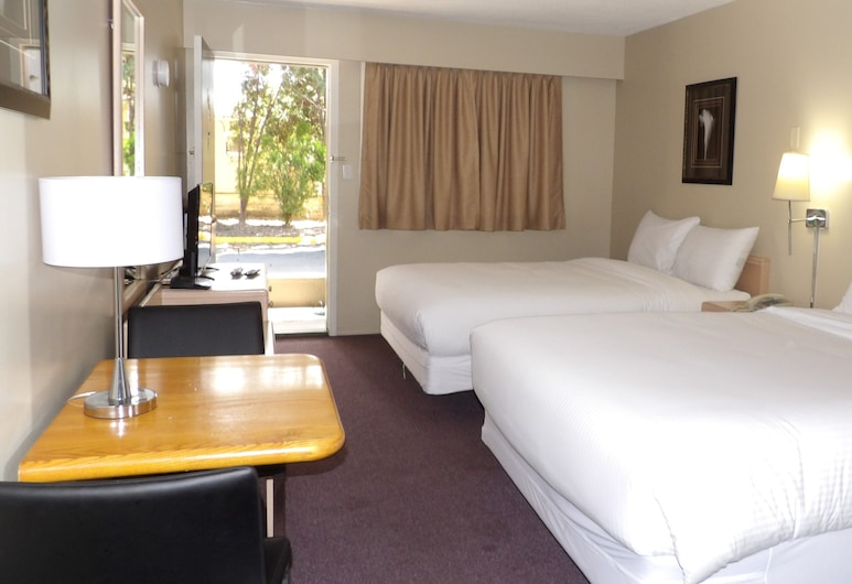 Rochester Resort Motel, Penticton, Standard Room, 2 Queen Beds, Guest Room